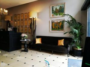 The lobby or reception area at Hotel De La Treille