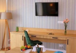 Telewizja i/lub zestaw kina domowego w obiekcie Hotel Echo