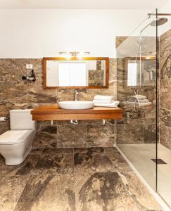 Un baño de Hotel Spa Salinas de Imón