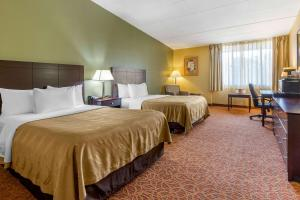 A bed or beds in a room at Quality Inn Old Saybrook - Westbrook