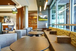 The lounge or bar area at SpringHill Suites by Marriott Springfield North