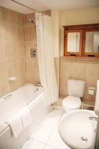 A bathroom at Brunel Crescent Apartments