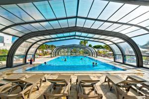 The swimming pool at or near Alfagar Aparthotel