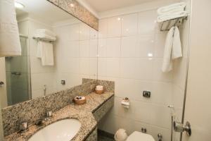 A bathroom at Portobello Ondina Praia