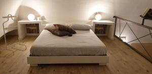 A bed or beds in a room at Masuccio Apartment
