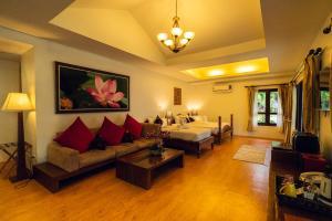 A seating area at Chaweng Buri Resort