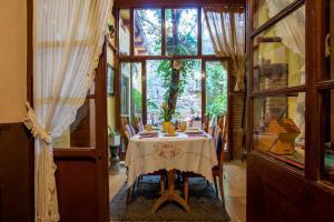 Un restaurante o sitio para comer en La Casona Albaida