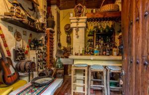 El salón o zona de bar de La Casona Albaida