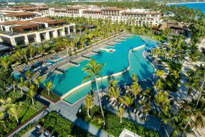 Вид на бассейн в Lopesan Costa Bávaro Resort, Spa & Casino или окрестностях