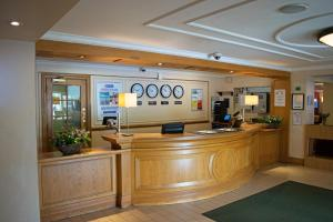 The lobby or reception area at Airport Inn & Spa Manchester