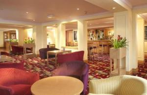 The lounge or bar area at Airport Inn & Spa Manchester