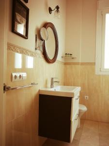 A bathroom at La Casa Azul B&B + Apartments
