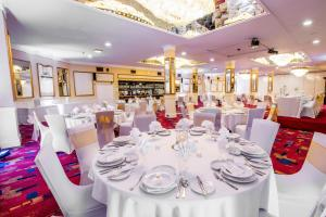 A restaurant or other place to eat at Sachas Hotel Manchester