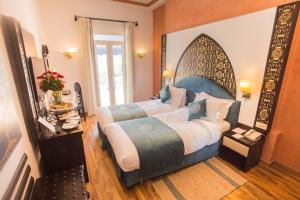 A bed or beds in a room at El Minzah Hotel