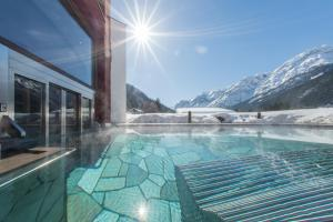 The swimming pool at or near Romantik Hotel Santer