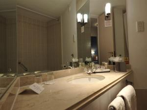 A bathroom at Copthorne Hotel Plymouth