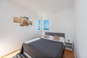 Letto o letti in una camera di Blue horizon modern ap by the beach