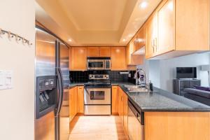 A kitchen or kitchenette at Simply Comfort. Stylish Downtown Apartment