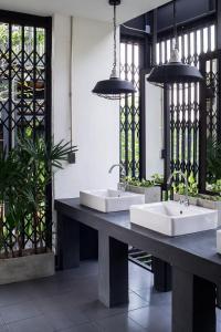 A bathroom at Oxotel Hotel