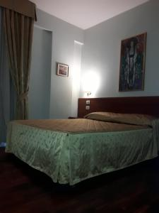 A bed or beds in a room at Hotel San Michele