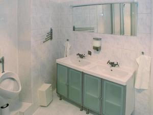 A bathroom at Guesthouse21