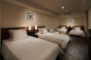 A bed or beds in a room at Hotel Granvia Kyoto