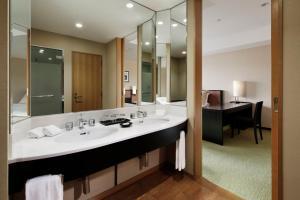 A bathroom at Hotel Granvia Kyoto