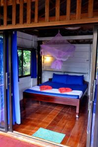 A bed or beds in a room at Happy Elephant Bungalows