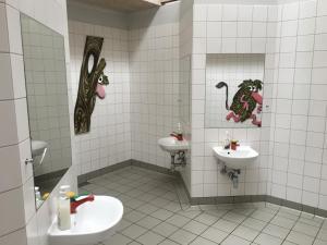 Een badkamer bij CampOne Ajstrup Strand