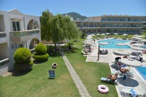 Uitzicht op het zwembad bij Emerald Hotel of in de buurt
