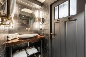A bathroom at Hotel The Craftsmen