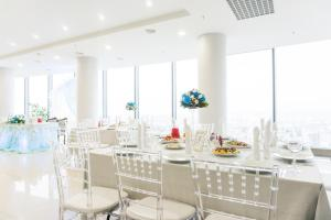 A restaurant or other place to eat at Vysotsky Hotel