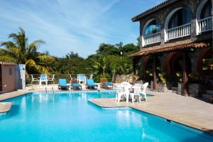 The swimming pool at or near Colonna Park Hotel