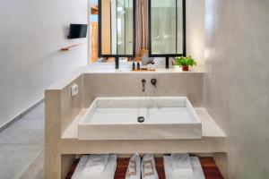 A bathroom at Callia Retreat Suites - Adults Only
