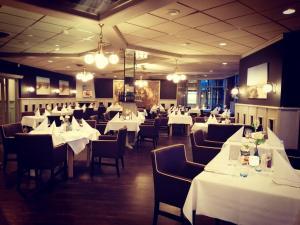 Een restaurant of ander eetgelegenheid bij Fletcher Hotel - Restaurant Nieuwvliet Bad