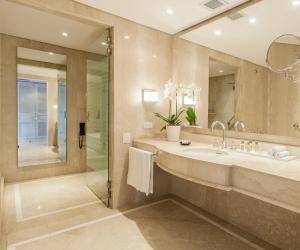 A bathroom at Charleston Santa Teresa