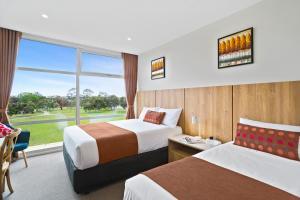 Кровать или кровати в номере Parkside Motel Geelong