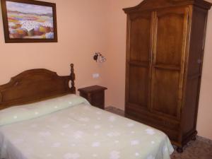Cama o camas de una habitación en Hostal Monteolivos