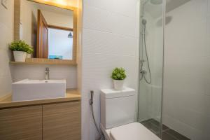 A bathroom at ClubHouse Residences Elm Attic Studio Suites (Staycation Approved)