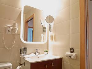 A bathroom at Apart-Suites Hostemplo