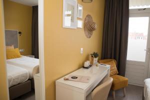 A bathroom at Hotel Aan Zee