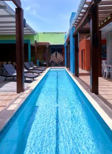 The swimming pool at or close to R Hotel Kingston