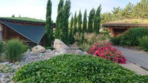 A garden outside Les Chalets de Maramour