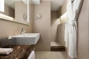A bathroom at Hotel Dolce La Hulpe Brussels