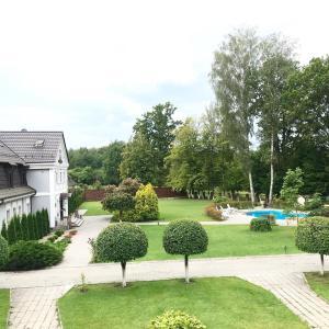 Сад в Отель Дом Лесника