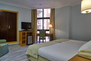 A bed or beds in a room at Hotel Don Curro