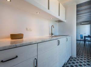 A kitchen or kitchenette at Milia Gi Suites