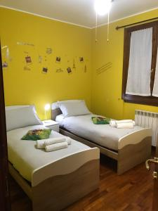 A bed or beds in a room at B&B IL VIALETTO