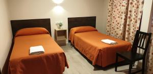 A bed or beds in a room at Pension Catedral