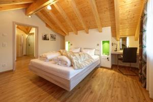 Ein Bett oder Betten in einem Zimmer der Unterkunft Oberstdorfer Residenz 1